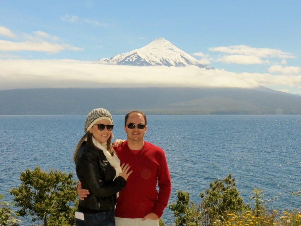 Mirante na estrada com vista ao vulcão Osorno